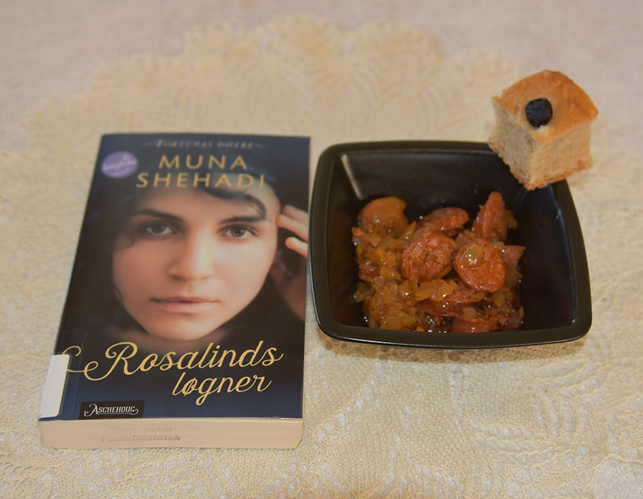 Shehadi, Muna (2020) «Rosalinds løgner», Aschehoug OG Chorizo a la sidra Ingredienser: 1 ss Olje (oliven) 1 Løk (liten) 1 ½ ss Paprikapulver 1 dl Eplesider (4.5 %) ¾ dl Buljong (Kylling) 1 Laurbærblad 300 g Chorizoer 2 ts Eplesidereddik https://heidisboble.no/ @heidisboble