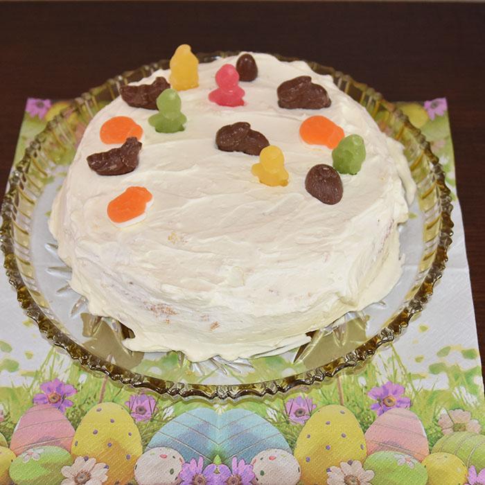 Favorittkake Ingredienser: Bunn (Favorittkake) 2 Egg 180 g Sukker 125 g Hvetemel 1 ½ ts Bakepulver 2 ts Vaniljesukker 1 dl Kokende vann https://heidisboble.no/ @heidisboble