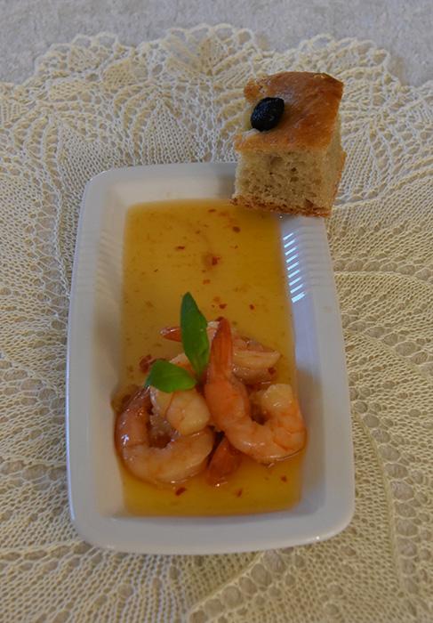 Odds Reker stekt med hvitløk, sursøt saus og chili Ingredienser: Scampi (ukokte) 1 ½ dl Olje (oliven) 6 fedd Hvitløk (Skivet) 3 Chili (tørkete) 6 ss Sweet-chilisaus https://heidisboble.no/ @heidisboble