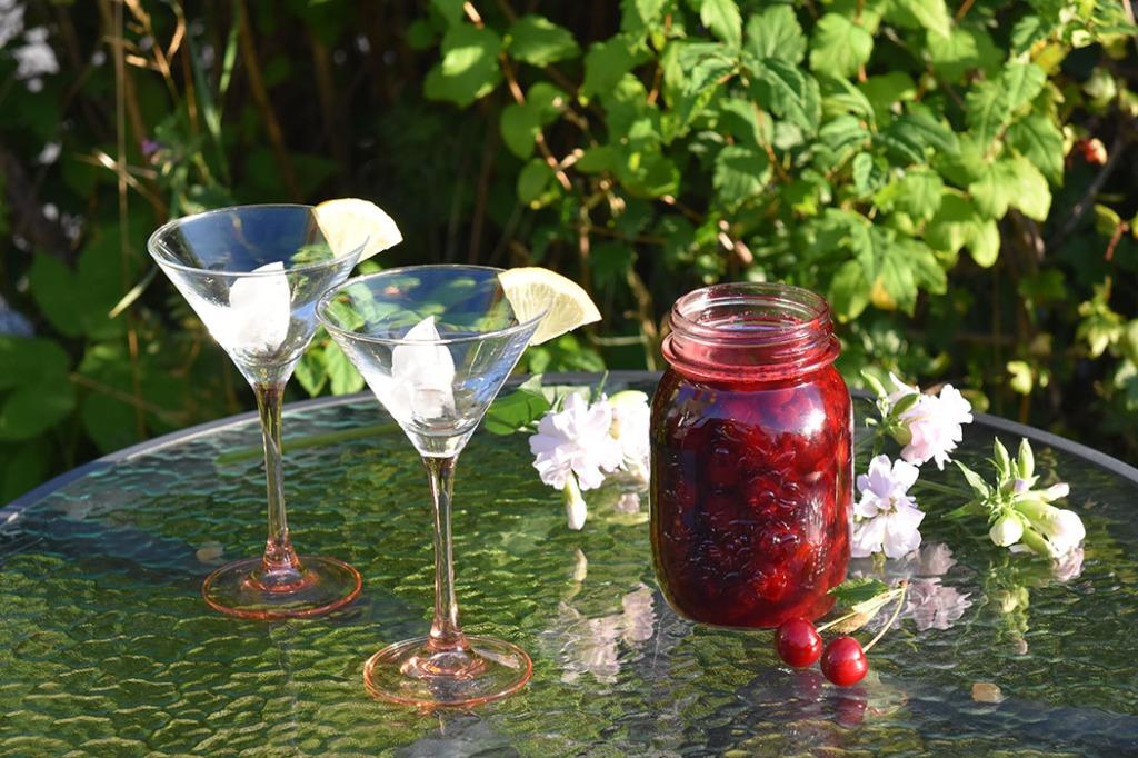 Kirsebærsirup: 2 ½ dl Kirsebær (hvor stenen er tatt ut) 2 ½ dl Sukker 2 ½ dl Vann https://heidisboble.no/ @heidisboble