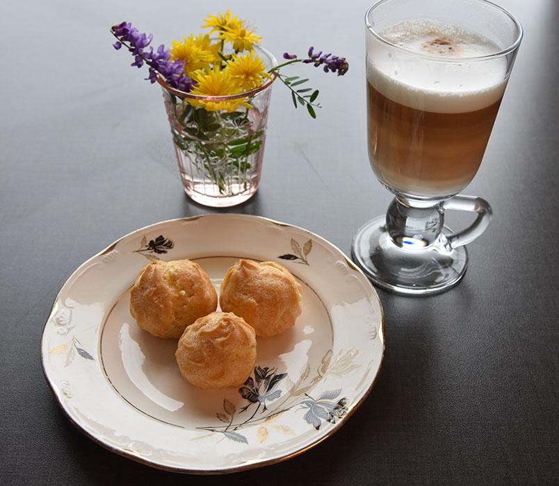 Vannbakkelse Ingredienser 3 ss Smør 2 dl Vann 2 dl Hvetemel 3 Egg (store) https://heidisboble.no/ @heidisboble