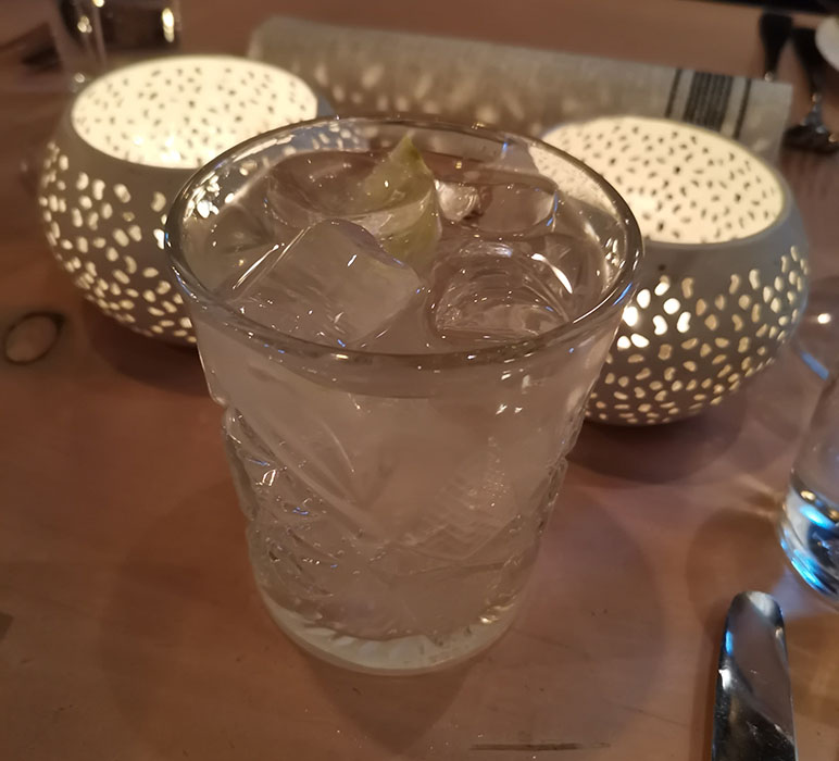 Mosow Mule 4 cl vodka 0,5 stk lime 1,5 dl ingefærøl litt fersk mynte Restaurant Troll Fosenkaia 4A, 7010 Trondheim, Norge https://heidisboble.no/ @heidisboble